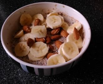 Bananova miska s chia seminky