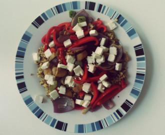Quinoa se zeleninou a feta sýrem