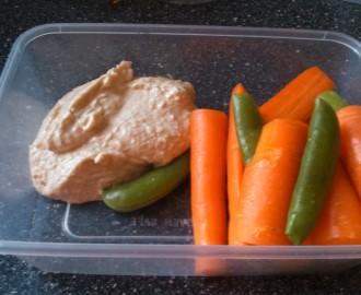 humus se zeleninou