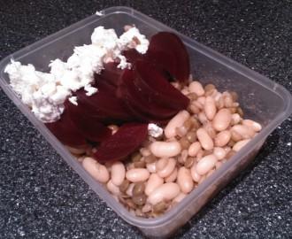 salát z luštěnin a červené řepy